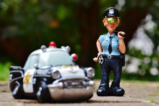自粛警察とは誰でどんな人?Twitter特定で逮捕者続出?